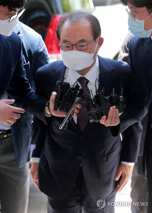 前釜山市長接受逮捕必要性審查