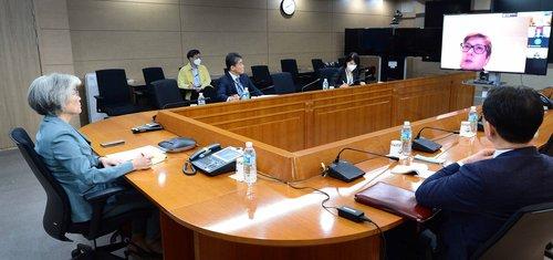 韓外長與五國外長開會