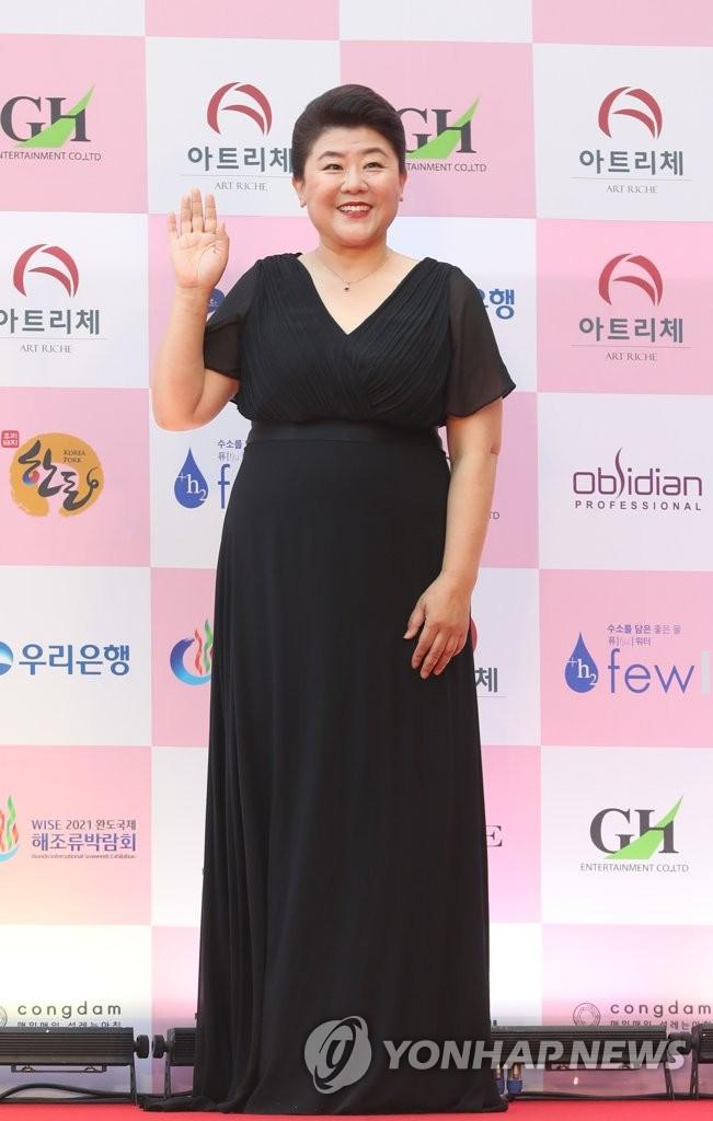 演員李姃垠