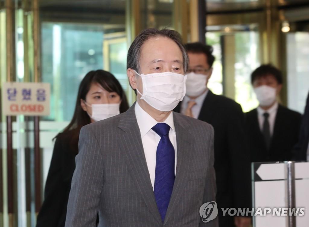 6月15日下午,在首爾市鐘路區,冨田浩司應約到達南韓外交部。 韓聯社