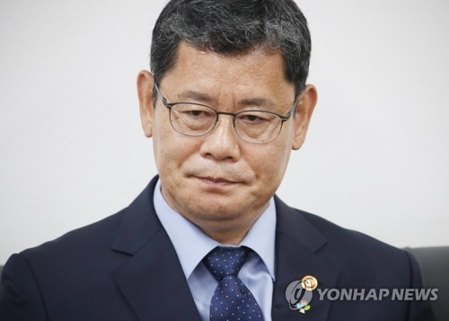 詳訊:韓青瓦臺稱文在寅暫保留統一部長官辭呈