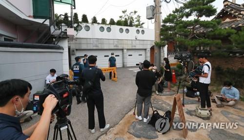 記者包圍首爾市長官邸