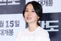 演員李貞賢