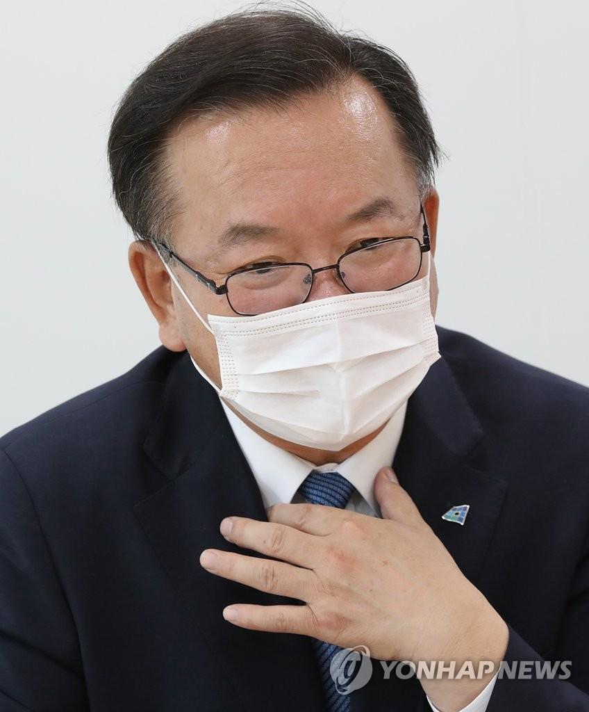 韓執政黨前議員金富謙接受採訪