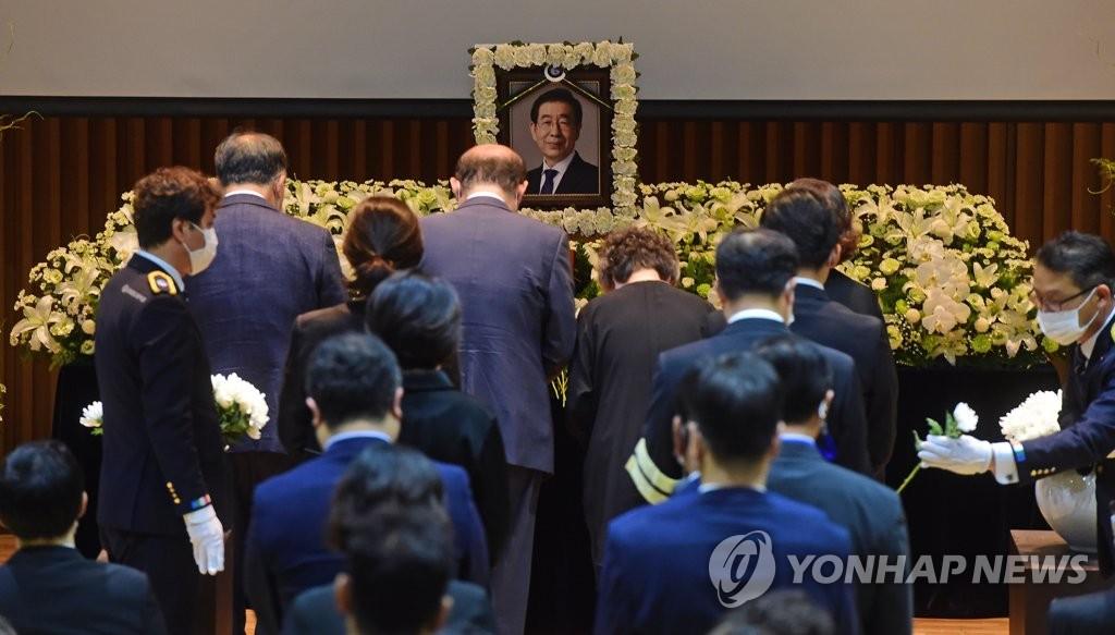 詳訊:首爾市長樸元淳遺體告別儀式在市政廳舉行
