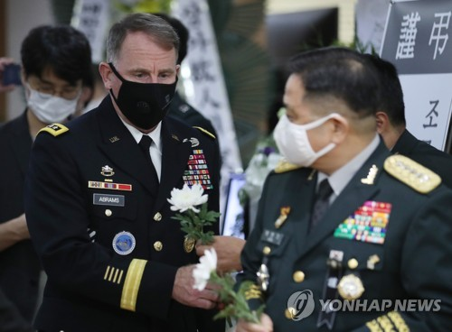 韓聯參議長和駐韓美軍司令弔唁已故將軍白善燁