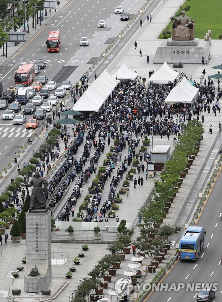 市民自發弔唁韓戰英雄