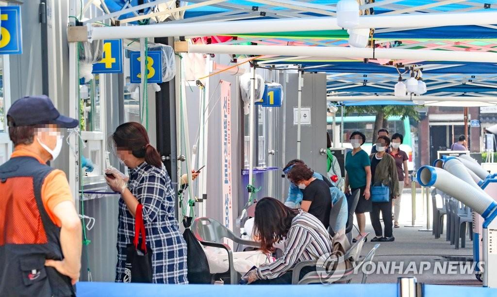 資料圖片:接受核酸檢測 韓聯社