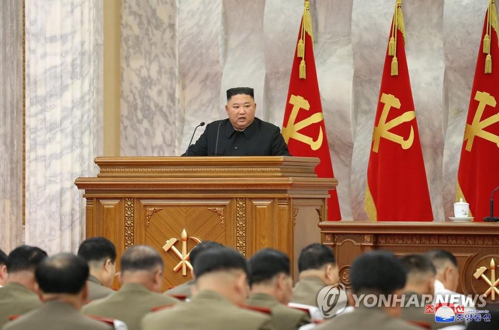 7月18日,在朝鮮勞動黨中央黨部,金正恩主持黨中央軍委會第5次擴大會議。 韓聯社/朝中社(圖片僅限南韓國內使用,嚴禁轉載複製)