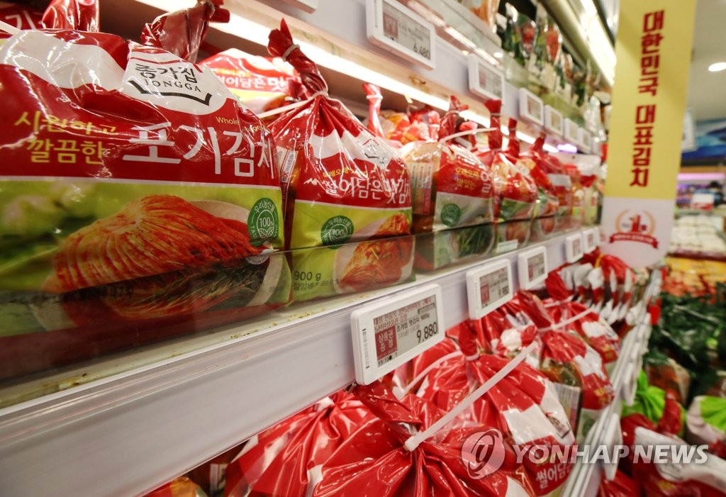 資料圖片:圖為首爾市一家大型超市的泡菜櫃檯。 韓聯社