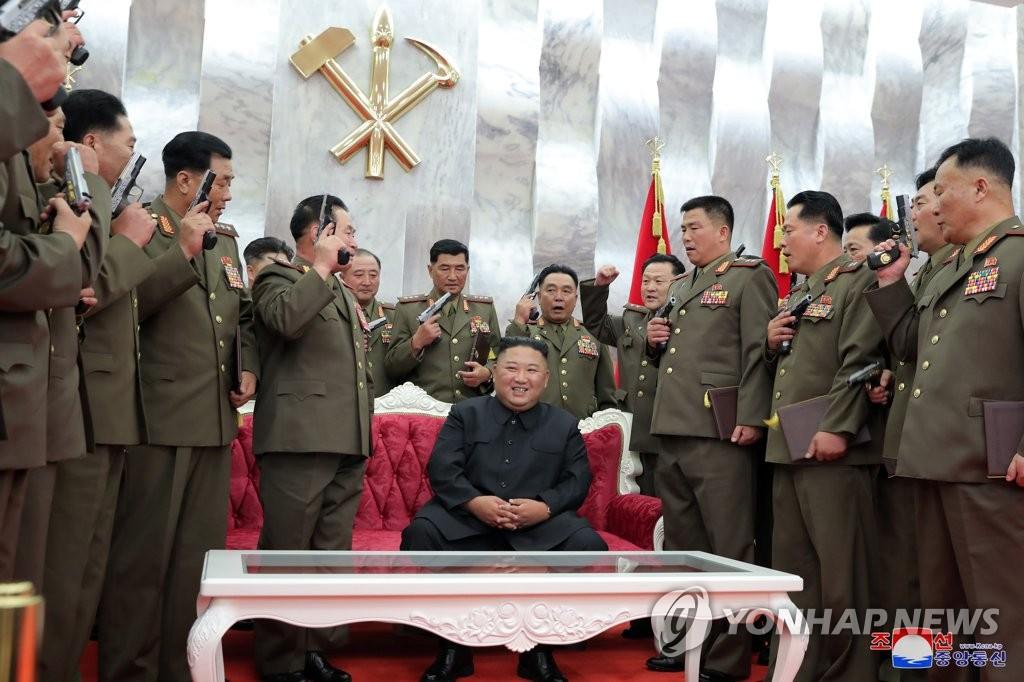 金正恩贈軍幹部手槍紀念停戰協定簽訂67週年
