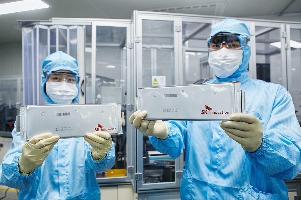 資料圖片:SK創新動力電池廠生產的動力電池。 韓聯社/SK創新供圖(圖片嚴禁轉載複製)