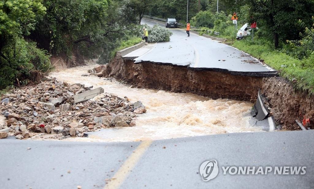 道路被暴雨沖毀
