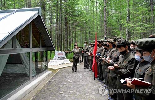 朝鮮居民參觀革命遺址