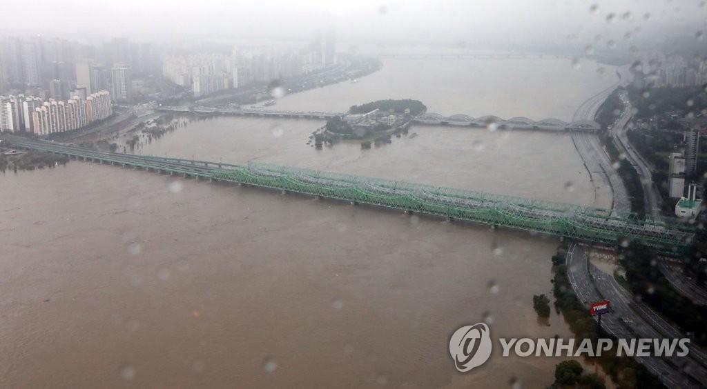 南韓對首爾漢江大橋流域發佈洪水預警