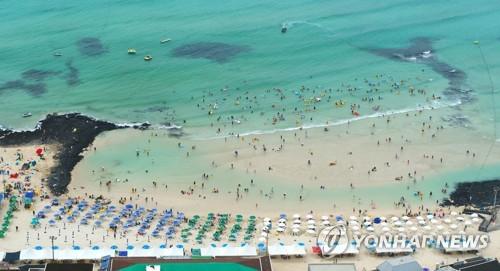 濟州海邊遊客多