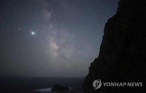 繁星繚繞的獨島夜空