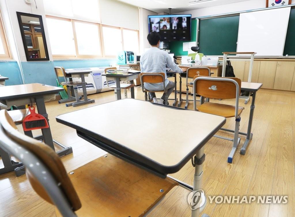 資料圖片:一名老師正線上上授課。 韓聯社