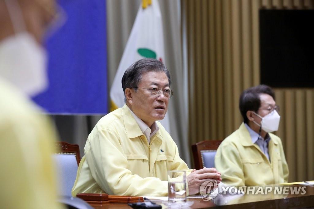 8月21日,在首爾市政府,文在寅(右二)檢查防疫情況。 韓聯社