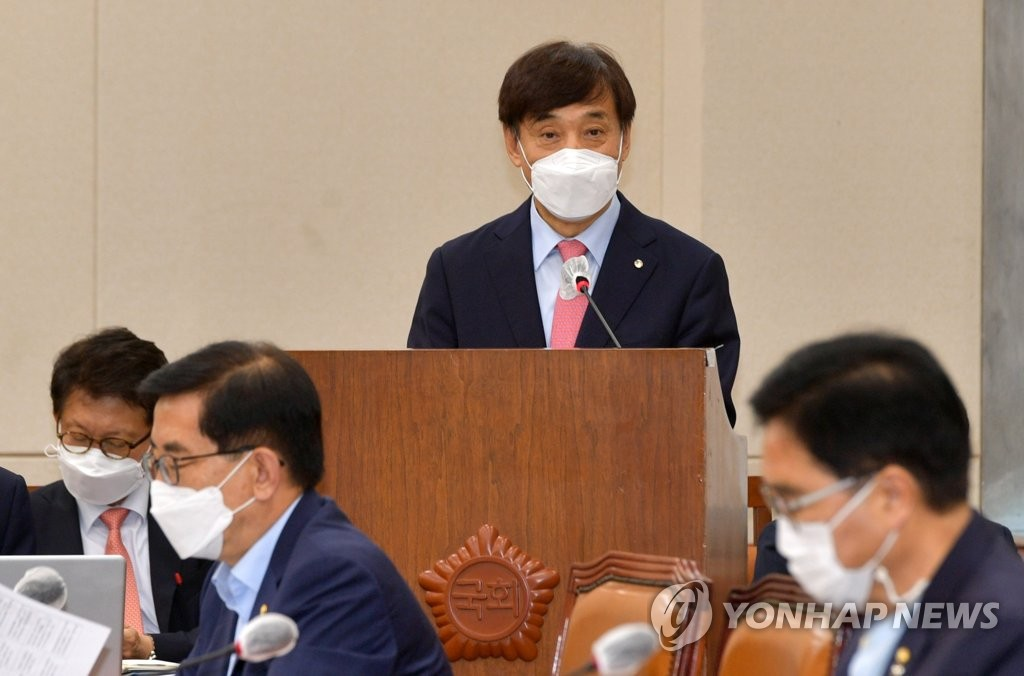 8月24日,在南韓國會,南韓銀行(央行)行長李柱烈出席企劃財政委員會全體會議並做工作報告。 韓聯社