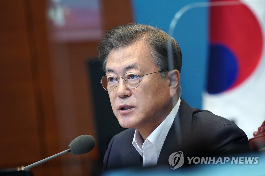 8月24日,在青瓦臺,總統文在寅主持幕僚會議。 韓聯社