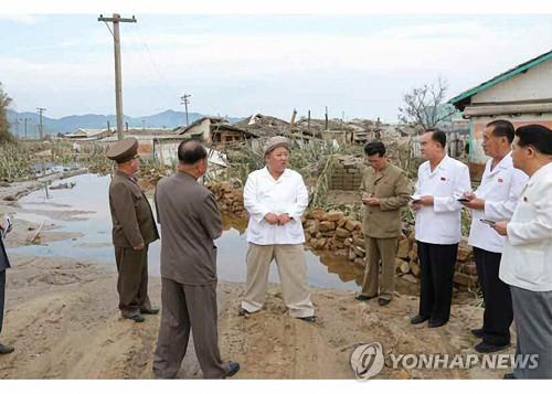 金正恩在鹹鏡道颱風災區主持政務局擴大會議