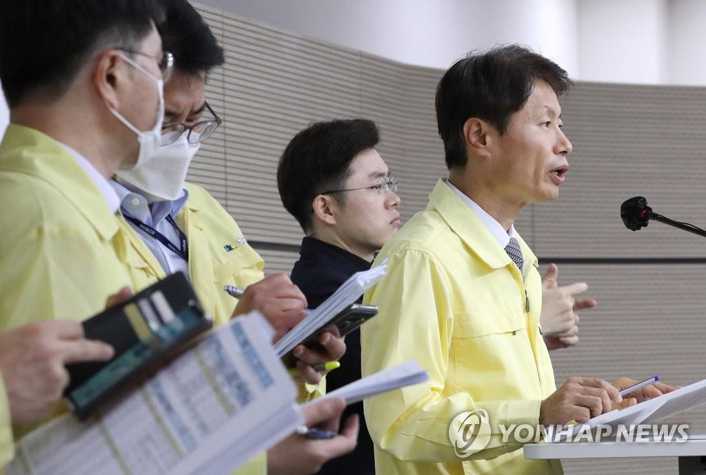 資料圖片:9月16日,南韓中央災難安全對策本部總發言人金剛立在記者會上發言。 韓聯社