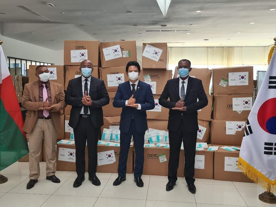 南韓向馬達加斯加提供口罩