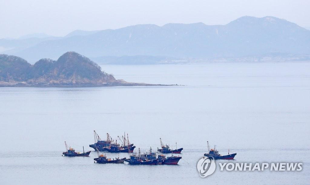 在朝鮮海域作業的中國漁船