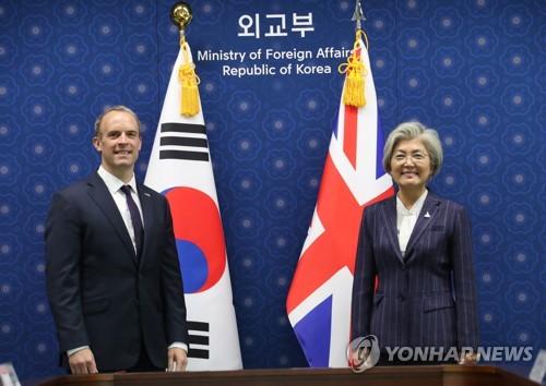 韓英外長合影