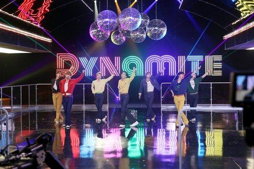 防彈《Dynamite》名列公告牌單曲榜第14