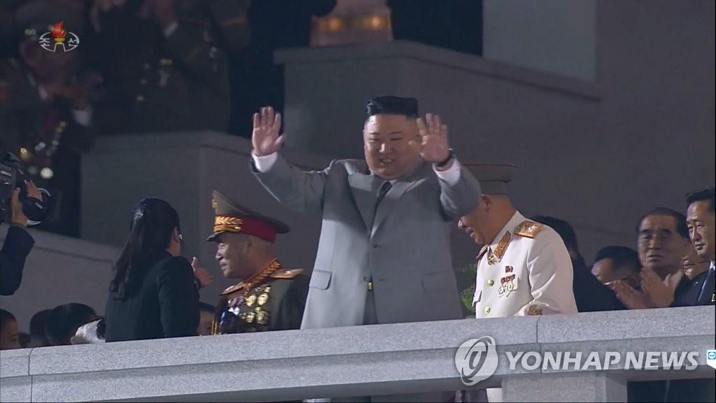 簡訊:金正恩出席建黨75週年閱兵式併發表講話