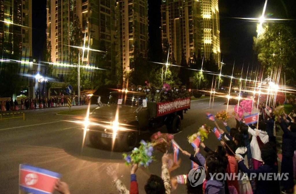 朝鮮勞動黨機關報《勞動新聞》10月10日報道,朝鮮在閱兵式結束後舉辦大型群眾遊行,慶祝建黨75週年紀念日。 韓聯社/《勞動新聞》官網截圖(圖片嚴禁轉載複製)