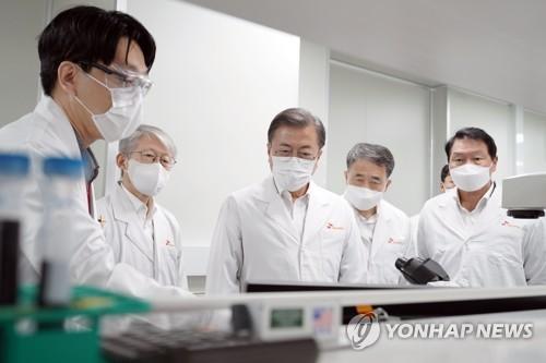 文在寅:期待韓產新冠治劑疫苗早日問世