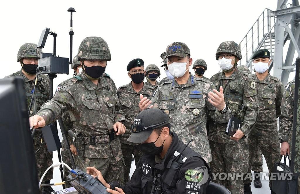 韓聯參議長視察海軍陸軍部隊勉勵官兵