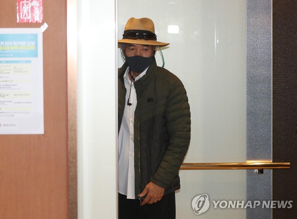 韓外長會見在朝遇害公民家屬