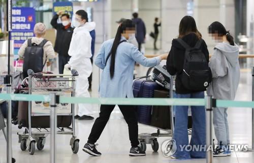 自韓赴華乘客明起登機前須提交兩份新冠陰性證明