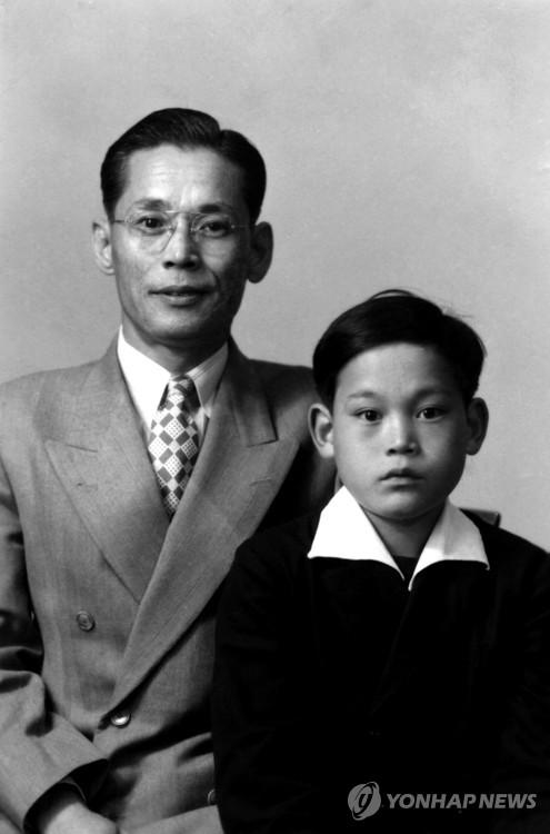 李健熙兒時舊照
