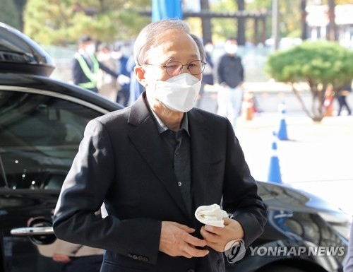 韓前總統李明博服刑前就醫