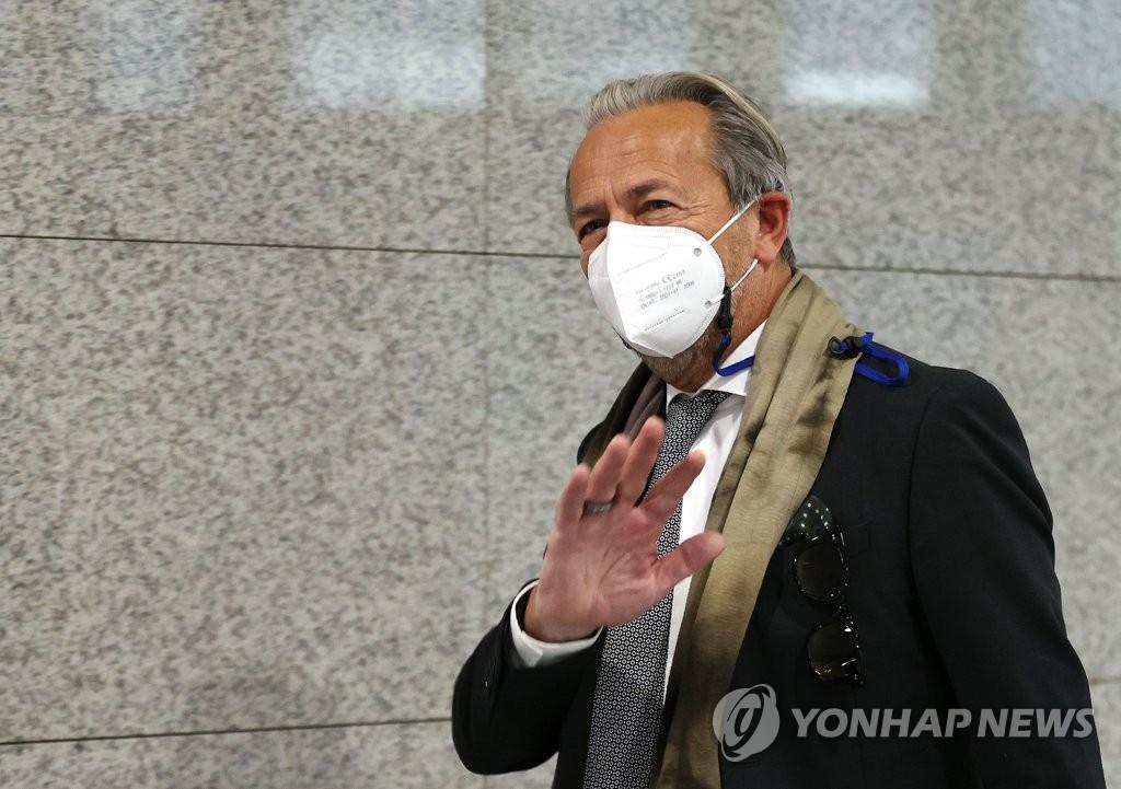 11月3日,在南韓外交部大樓,國際原子能機構(IAEA)副總幹事阿帕羅赴會。 韓聯社