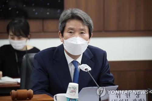 韓統一部長官李仁榮明視頻會見美前防長佩��