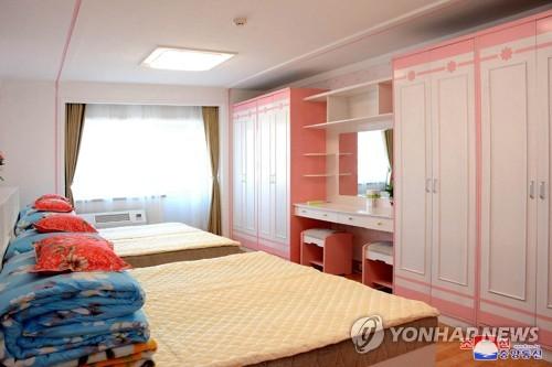 朝鮮新義州紡織廠宿舍竣工