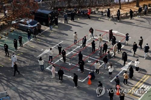 簡訊:南韓新增569例新冠確診病例 累計32887例