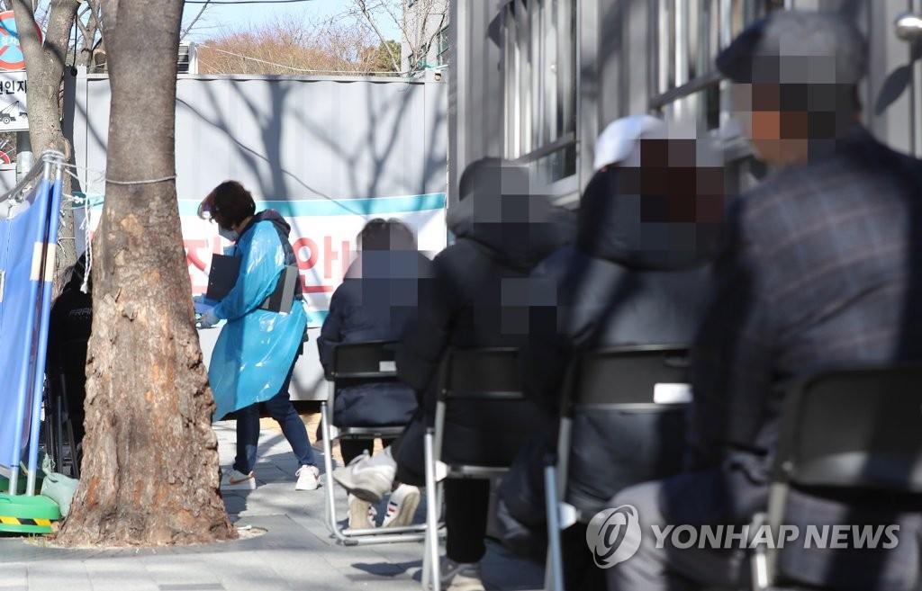 資料圖片:排隊待檢 韓聯社