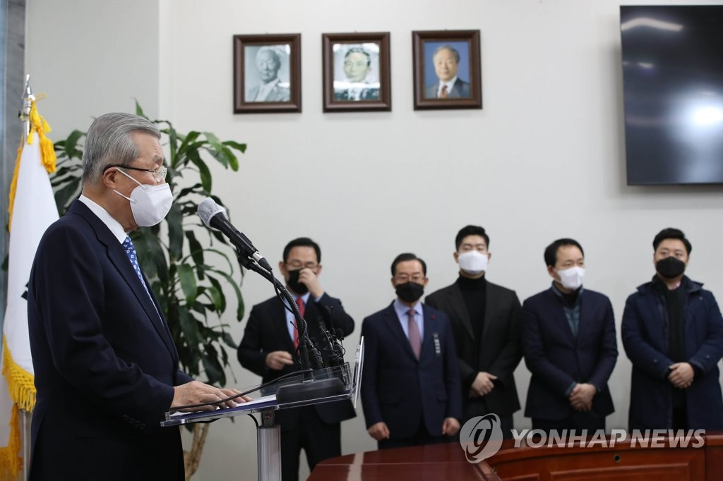 12月15日上午,在位於首爾市汝矣島的南韓國會,金鐘仁就前總統問題道歉,並承諾進行人事革新。 韓聯社