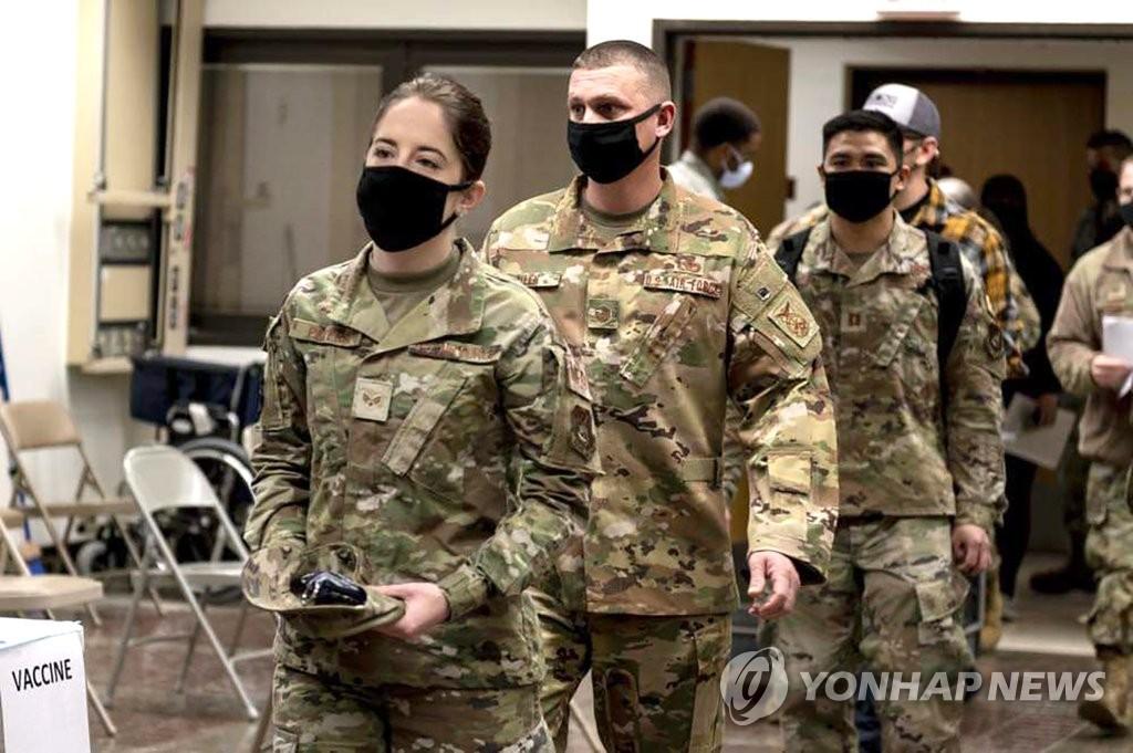 資料圖片:2020年12月29日,在位於京畿道平澤市的駐韓美軍基地,駐韓美軍開始接種新冠疫苗。 韓聯社/駐韓美軍供圖(圖片嚴禁轉載複製)