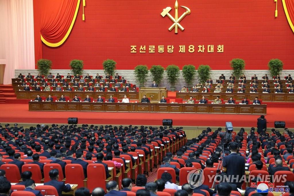 據朝中社1月9日報道,勞動黨第八次代表大會第四天會議于1月8日在平壤舉行。韓聯社/朝中社(圖片僅限南韓國內使用,嚴禁轉載複製)