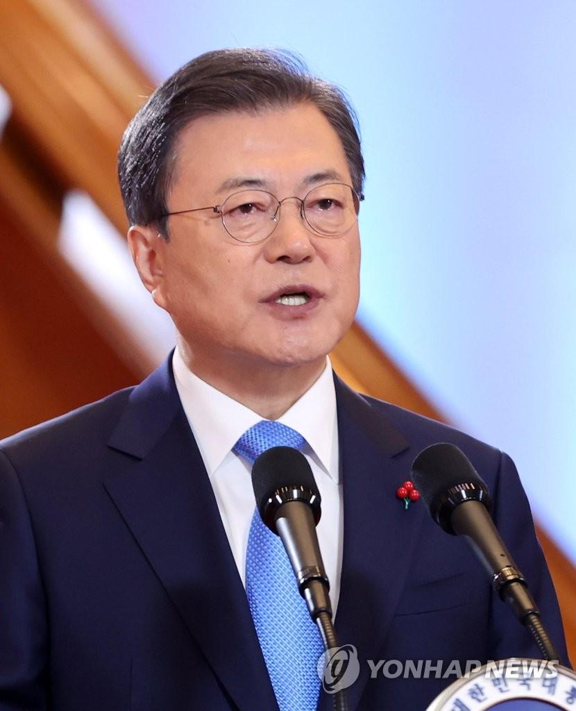 1月11日,在南韓總統府青瓦臺,總統文在寅發表新年賀詞。 韓聯社