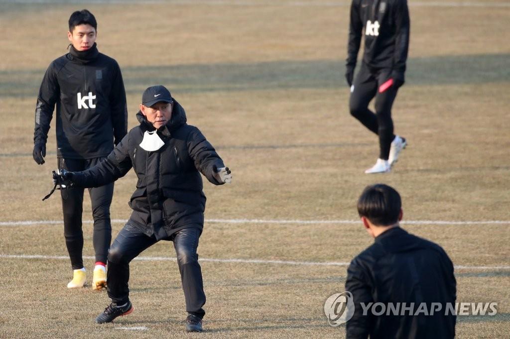 1月12日,金鶴范帶隊在江陵綜合運動場集訓。 韓聯社