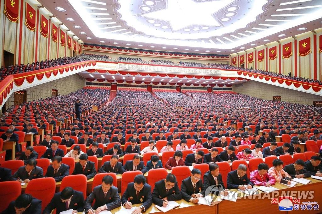 勞動黨八大與會者聽講座